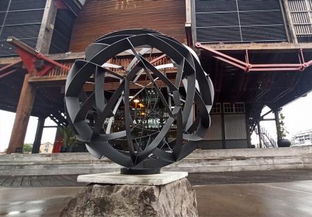 duel-axis_spherical-garden-sculpture-metal-garden-art-walsh-bay-sydney_2